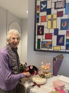 Grace Huggins cutting her birthday cake